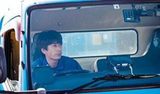 トラックに乗っている運転手の写真